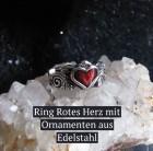 Verzierter Ring mit rotem Herz aus Edelstahl