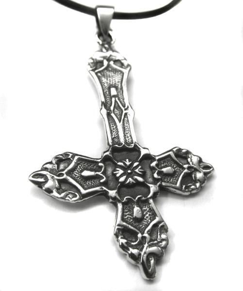 Anhänger umgedrehtes Kreuz mit Blütenmotiv und Ornamente