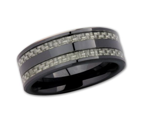 Ring aus schwarzem Keramik mit Karbon.