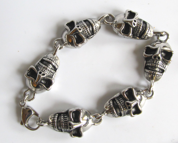 Totenkopf Armband mit 6 Skulls aus Edelstahl