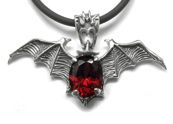 Anhänger Vampir Fledermausflügel mit rotem Zirkonia 925er Sterling Silber