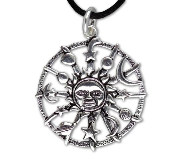 Amulett Kosmos Planeten mit zentraler Sonne aus versilberter Bronze