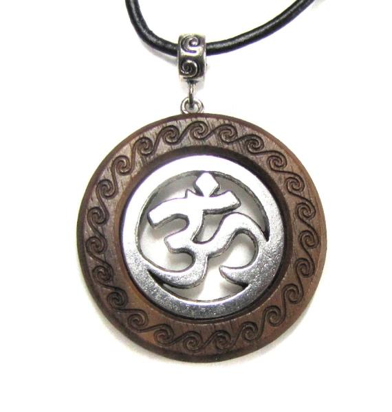 Amulett OM AUM handgefertigt aus Holz mit versilberter Metallegierung